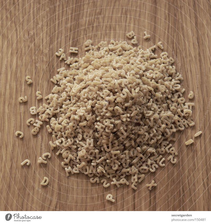 rausgeschmissene schlagwörter Holz Nudeln Schneidebrett chaotisch kochen & garen Haufen rund unordentlich Suche Buchstaben Ernährung Wort Schriftzeichen
