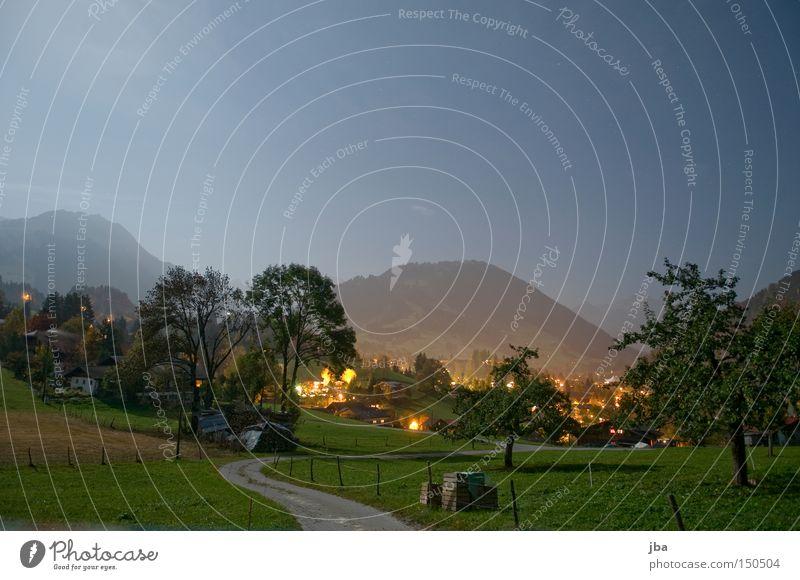 spät abends Baum Straße Wiese Berge u. Gebirge Wege & Pfade Stimmung Beleuchtung Kiste Grundbesitz Vollmond Mondschein