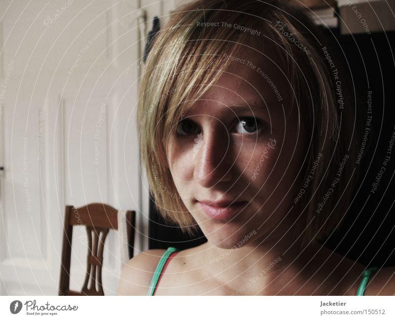 Hannah Frau feminin schön Stimmung Gefühle Treue Schatten weiß schwarz braun türkis historisch wie das meer Haare & Frisuren