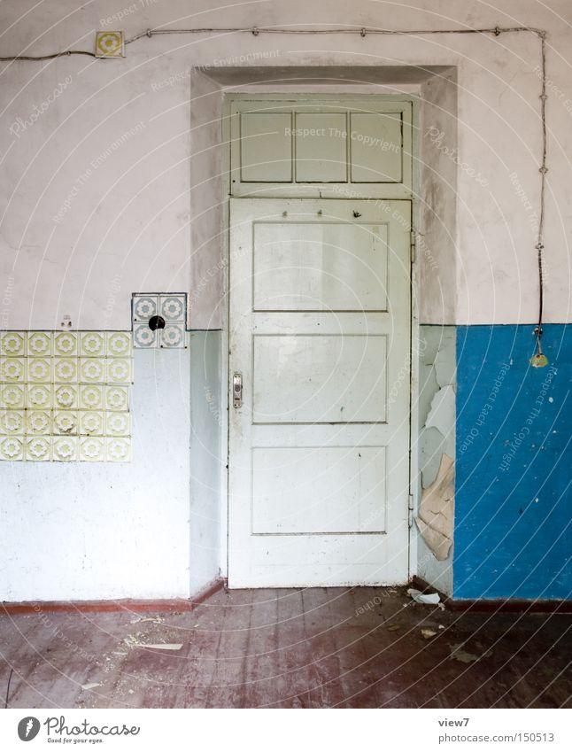 Farbauswahl Tür Wand gestalten Tapete Muster Holz Bodenbelag Flur Holzfußboden Parkett Farbe Farbstoff obskur verfallen Detailaufnahme