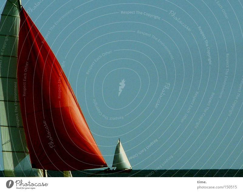 Windbeutel Wasser Meer grün rot Ferne Zufriedenheit Wasserfahrzeug Horizont Lebensfreude blasen Segeln Schifffahrt Ostsee Segelboot Blauer Himmel