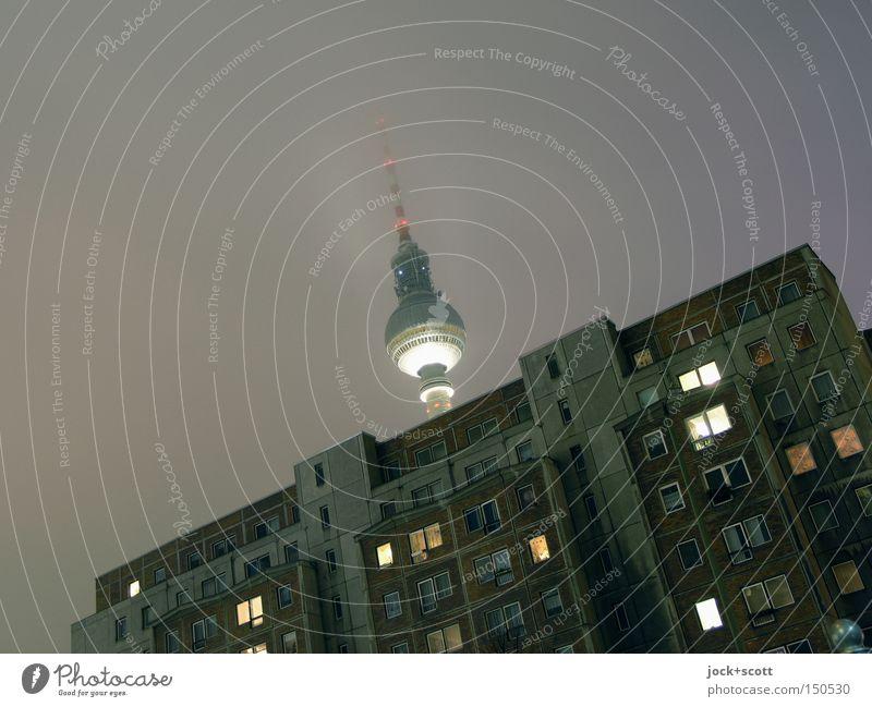 Gute Nacht Sendung Stadt Haus dunkel kalt Fenster Architektur Beleuchtung Gebäude grau oben Kunst Eis Nebel leuchten Telekommunikation Turm