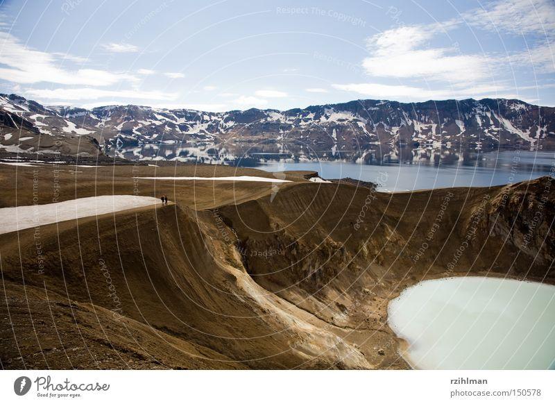 Kratersee Viti in der Askja Caldera Wasser Schnee Berge u. Gebirge See wandern Island Vulkan Hochebene Vulkankrater Vitikrater Kraterrand