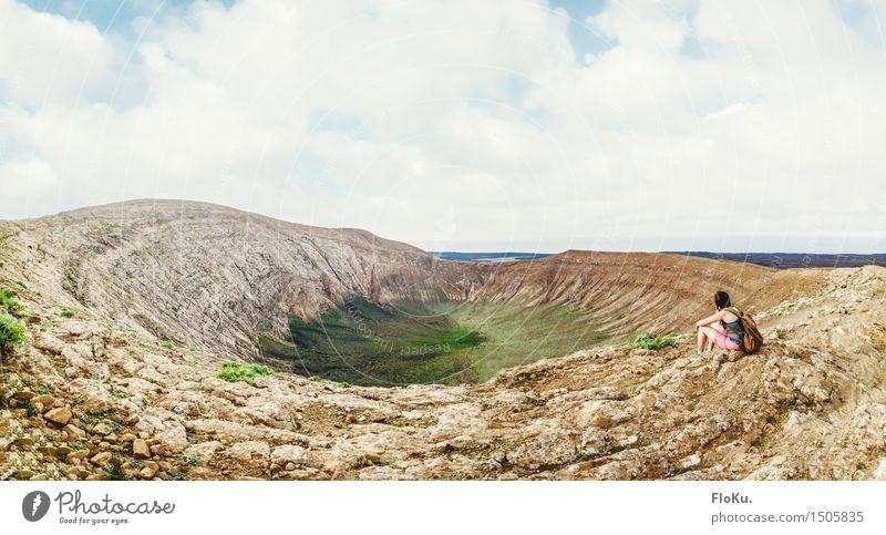 Caldera Blanca, Lanzarote Mensch Ferien & Urlaub & Reisen Jugendliche Landschaft Ferne 18-30 Jahre Berge u. Gebirge Erwachsene Umwelt feminin Freiheit Stimmung
