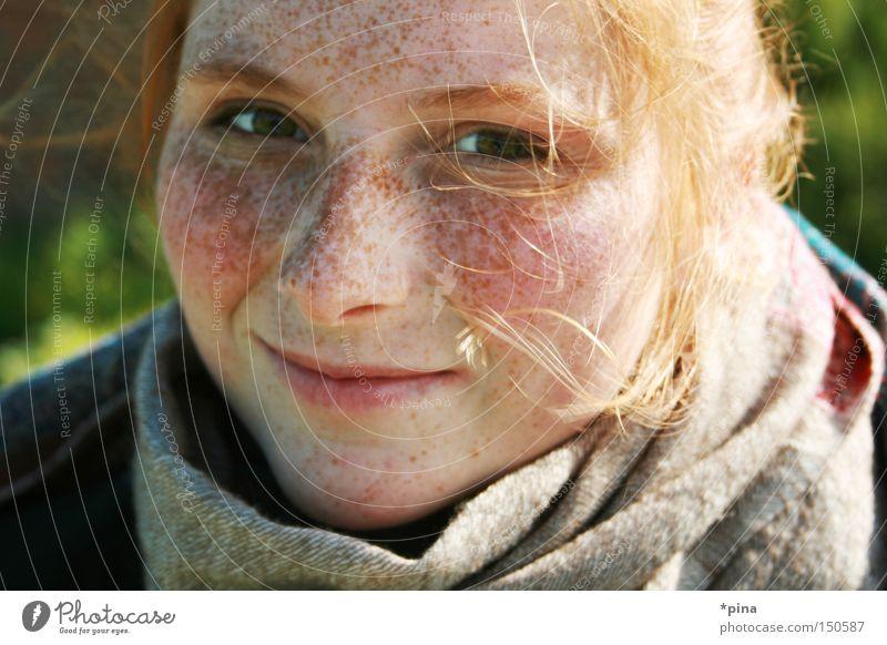 drei Frau schön Porträt Glück lachen Zufriedenheit Fröhlichkeit natürlich grinsen Sommersprossen