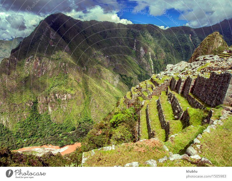Inkastadt Machu Picchu (Peru) Stadt alt Wolken Wald Berge u. Gebirge Wege & Pfade Gebäude Stein Regen Tourismus historisch entdecken Gesellschaft (Soziologie)