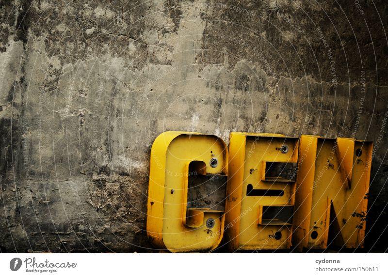 CENbuchstabenMEISTER alt Mauer Schriftzeichen Kommunizieren Buchstaben Vergangenheit verfallen Wort Typographie Handwerk Ladengeschäft Beschriftung verwenden