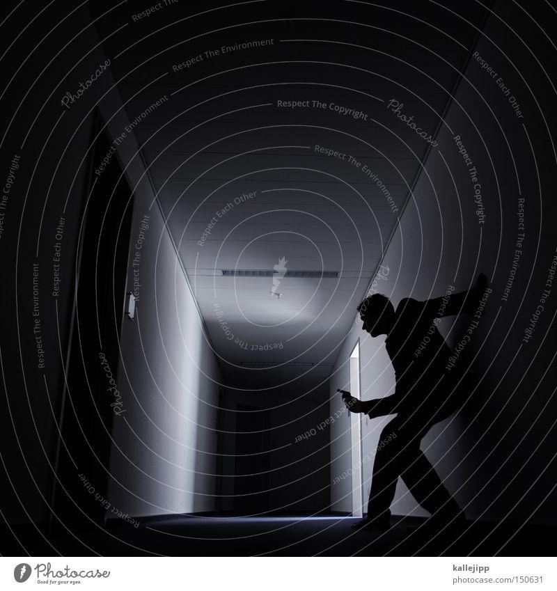 the world is not enough Mann Mensch James Bond Felsen kämpfen Kampfsport Waffe Krieg Pistole Verfolgung Kriminalroman Silhouette Gang Flur Haus dunkel