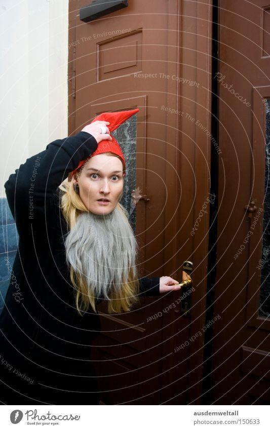 Verdammt...erwischt! Frau Weihnachten & Advent rot Freude kalt Arbeit & Erwerbstätigkeit Feste & Feiern Tür Weihnachtsmann Mütze Bart gefangen verkleiden Dezember erschrecken verkleidet