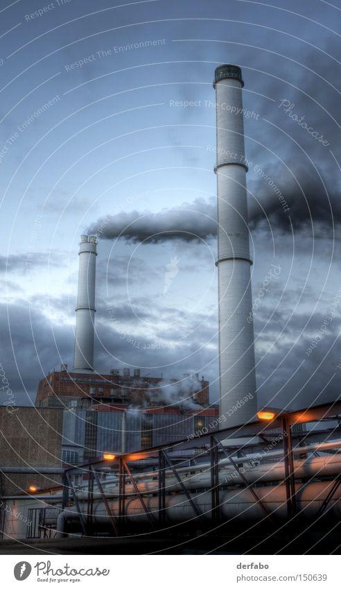 Industrieanlage Berlin Deutschland Arbeit & Erwerbstätigkeit Produktion Industrialisierung Fabrik Wolken Abend Nacht Schornstein Rauch Abgas HDR