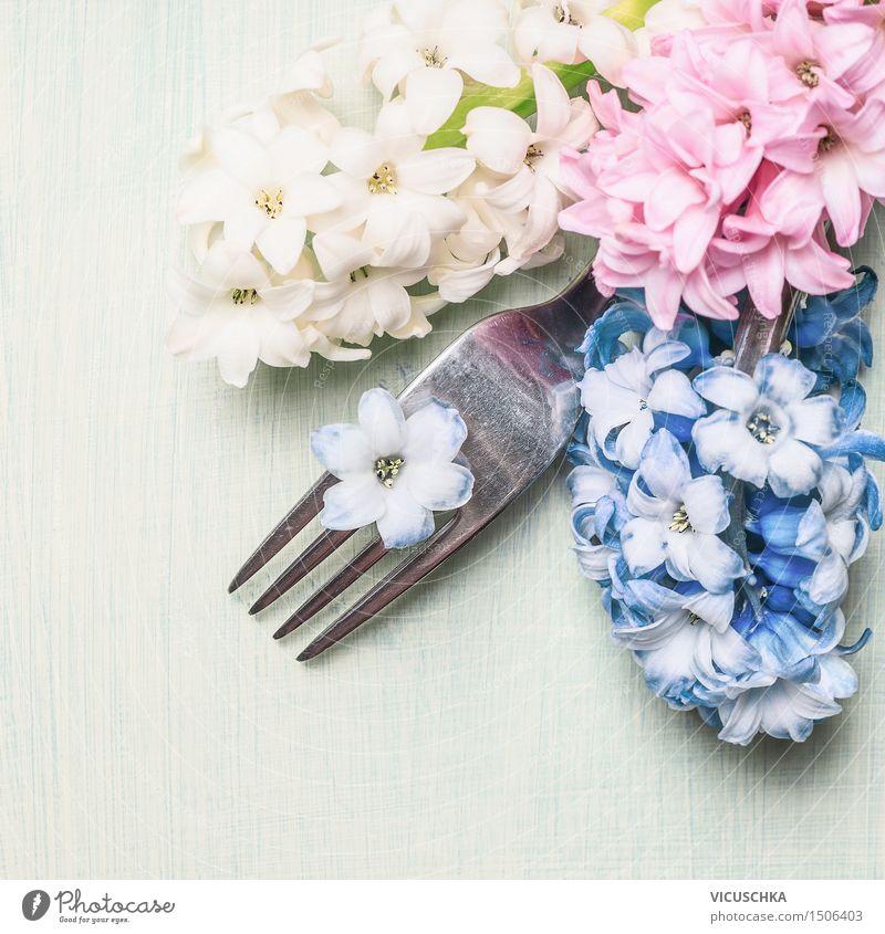 Gabel mit Hyazinthen Blumen auf hellgrünem Hintergrund Natur Pflanze Blume Liebe Frühling Stil Feste & Feiern Party Stimmung Design Dekoration & Verzierung Geburtstag Tisch Blühend einfach Ostern