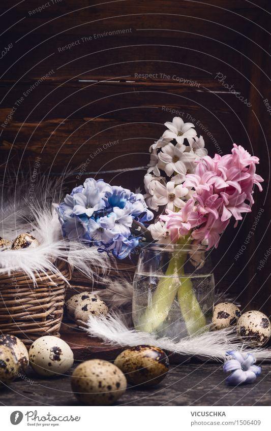 Hyazinthen Blumenstrauß und Wachteleier mit Federn Natur Pflanze Blatt dunkel Leben Innenarchitektur Blüte Stil Hintergrundbild Holz Feste & Feiern Wohnung