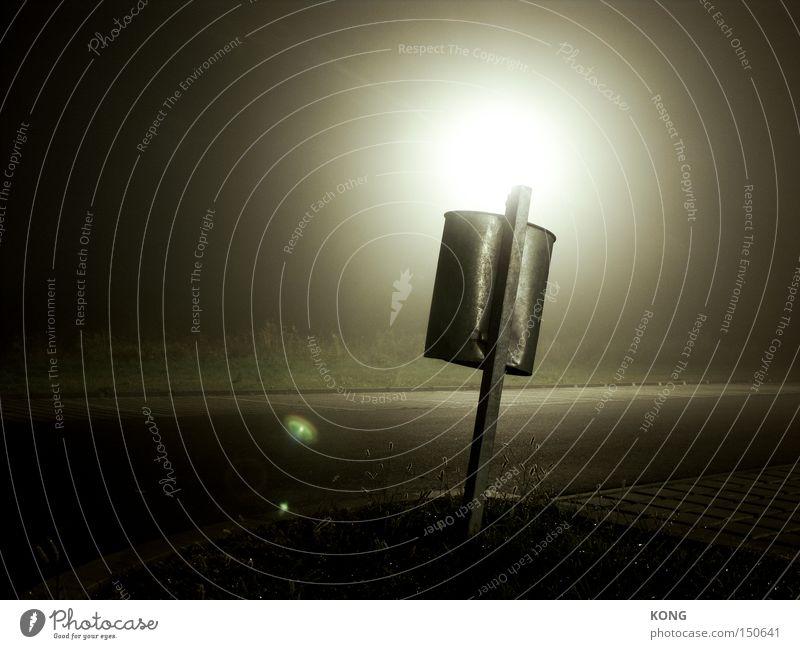 holy trash batman Müll Müllbehälter Papierkorb Lampe Beleuchtung Scheinwerfer Heiligenschein heilig mystisch trashig außerirdisch Nacht wegwerfen Notfall obskur
