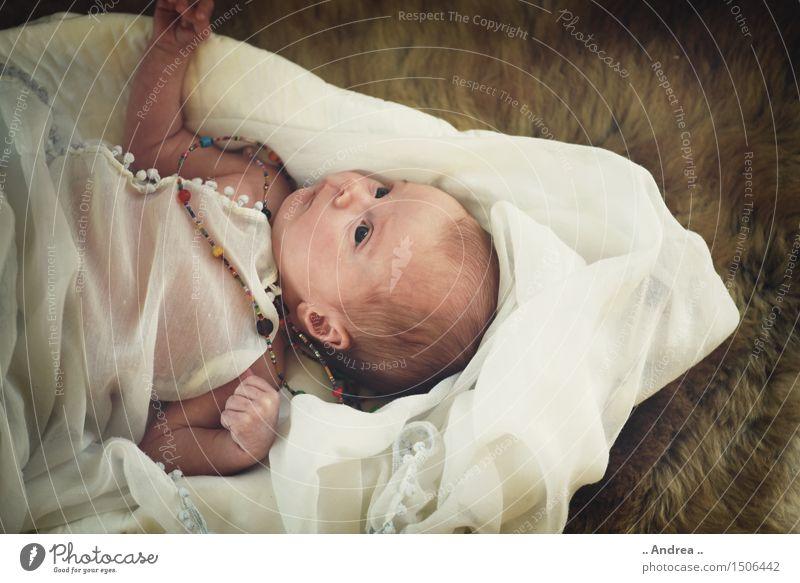 Hibbie Baby Mensch feminin 1 0-12 Monate Erholung liegen Blick exotisch Glück hell trendy Zufriedenheit Leidenschaft Geborgenheit Fernweh Hippie Fell Newborn