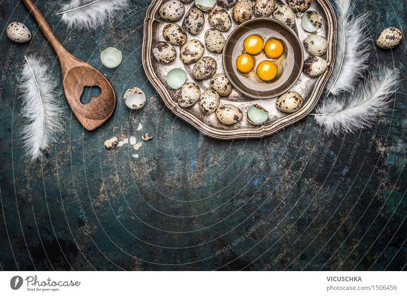 Wachteleier und Kochlöffel Lebensmittel Ernährung Frühstück Mittagessen Bioprodukte Teller Löffel Stil Design Gesunde Ernährung Tisch Ostern Natur springen