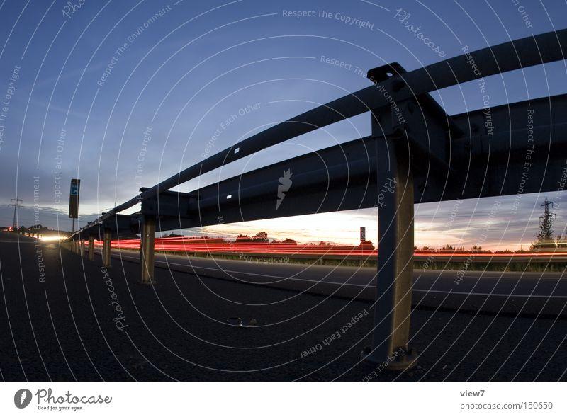 Leitplanke Verkehr Straße Autobahn Nacht Verkehrswege Schnellstraße Abend Fischauge Lichterscheinung Spuren hell Pfosten Himmel verzinkt