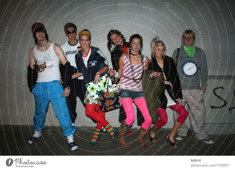 Freaks Freude mehrfarbig Feste & Feiern Party Freundschaft rosa Schuhe Kommunizieren Karneval Sportbekleidung Nachtaufnahme Gefühle unsozial umgänglich
