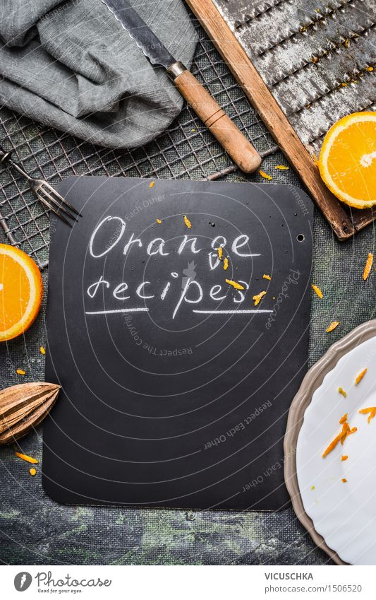 Orange Rezepte Hintergrund mit Küchengeräte Lebensmittel Ernährung Frühstück Bioprodukte Saft Geschirr Teller Schalen & Schüsseln Besteck Messer Gabel