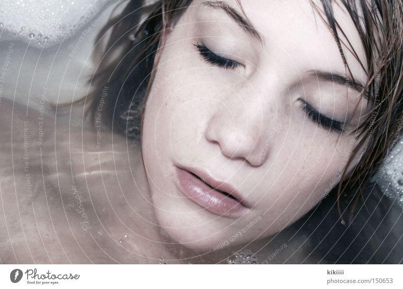 Badenixe Wasser Auge Erholung träumen Gesundheit Haut Beautyfotografie Bad Schwimmen & Baden Selbstportrait Waschen Wimpern Schaum Gesicht