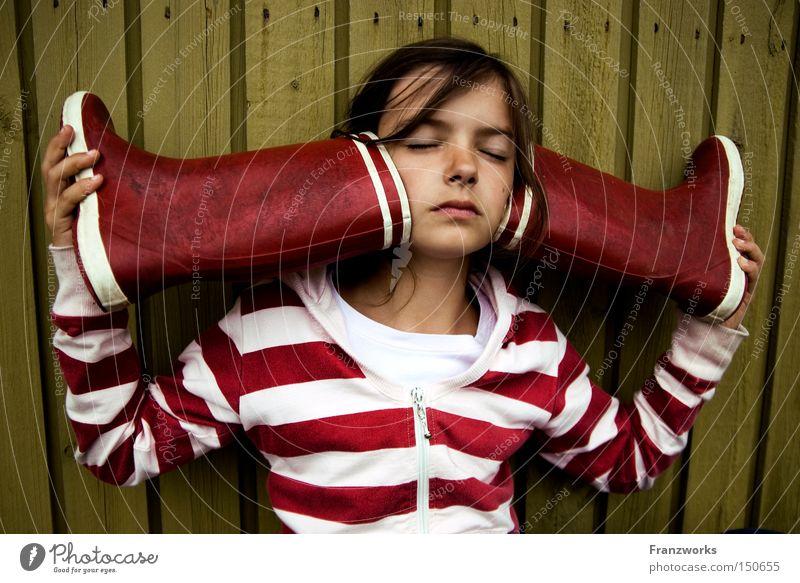 Gummi-Muscheln. Kind Mädchen Spielen Musik Bildung Konzentration hören Wachsamkeit Klang Fantasygeschichte Gummistiefel Kultur