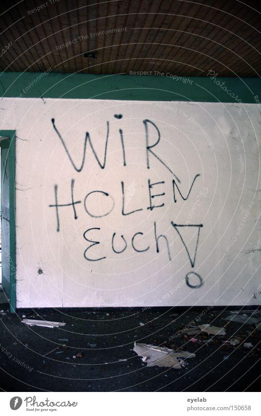 Titel: Siehe Foto ! alt Haus Einsamkeit Wand springen Gebäude Graffiti dreckig Schriftzeichen kaputt Information Müll Buchstaben verfallen Wort Zerstörung