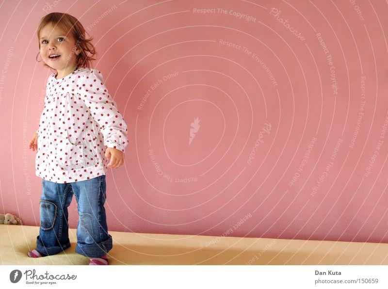 Bellissima! Freude Kind lachen Spielen Mädchen wach lustig Lebensfreude süß niedlich Kleinkind Kinderzimmer Glück Prinzessin kulleräugig