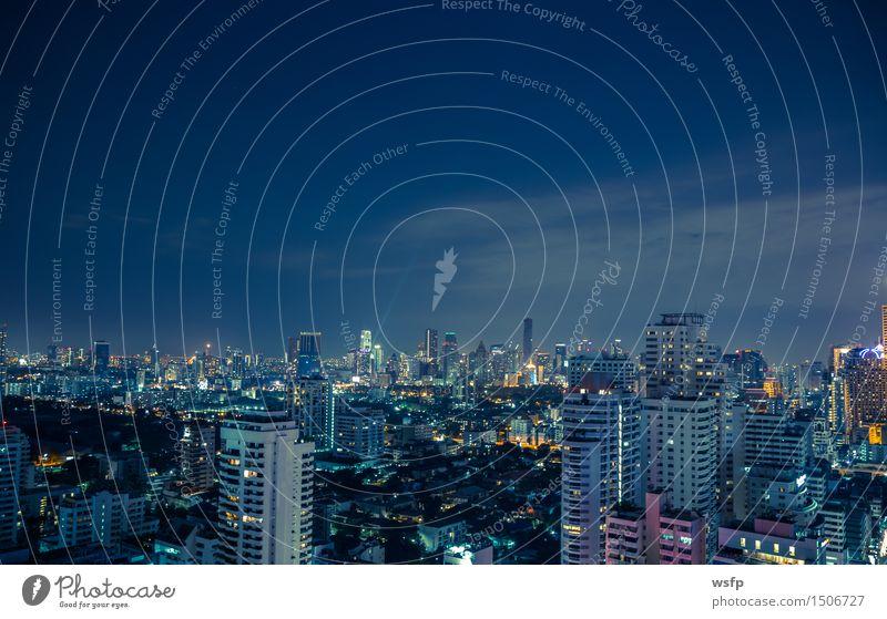 Bangkok skyline bei nacht panorama Büro Stadt Stadtzentrum Skyline Hochhaus Architektur blau Beleuchtung Stadtteil sukhumvit himmel bank Asien Thailand