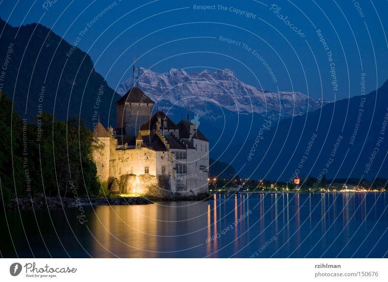 Schloss Chillon mit den Dents du Midi blau Lampe Berge u. Gebirge See Schweiz Burg oder Schloss Vergangenheit historisch Festung Frankreich Lac Lèmon