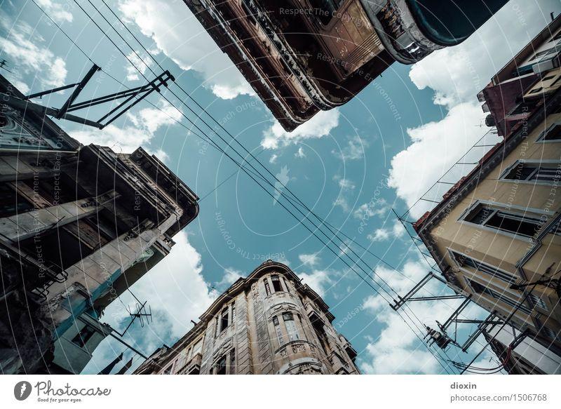 Der Himmel über Havanna Ferien & Urlaub & Reisen Stadt alt Wolken Haus Ferne Wand Mauer Fassade Tourismus authentisch Hauptstadt Verfall Stadtzentrum Altstadt