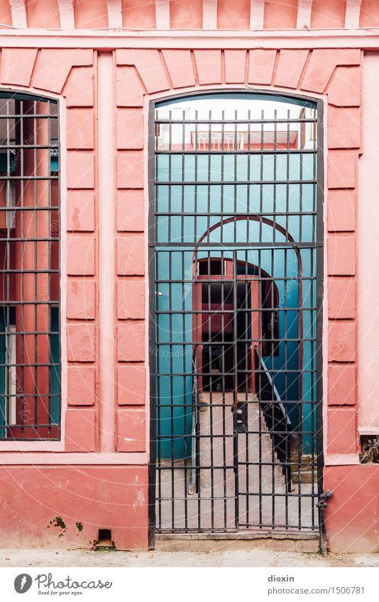 cuban colours [4] Ferien & Urlaub & Reisen Stadt Haus Tourismus Wohnung Häusliches Leben Tür Hauptstadt Stadtzentrum Städtereise Kuba Hafenstadt Südamerika