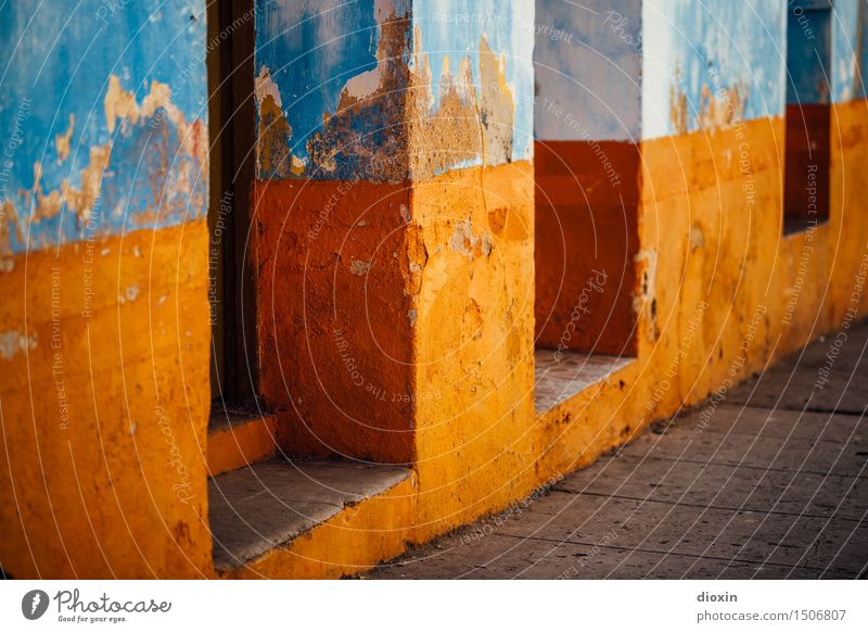 cuban colours [2] Ferien & Urlaub & Reisen alt blau Farbe Haus Wand Mauer Fassade Tourismus orange Tür authentisch Dorf Verfall Stadtzentrum Altstadt