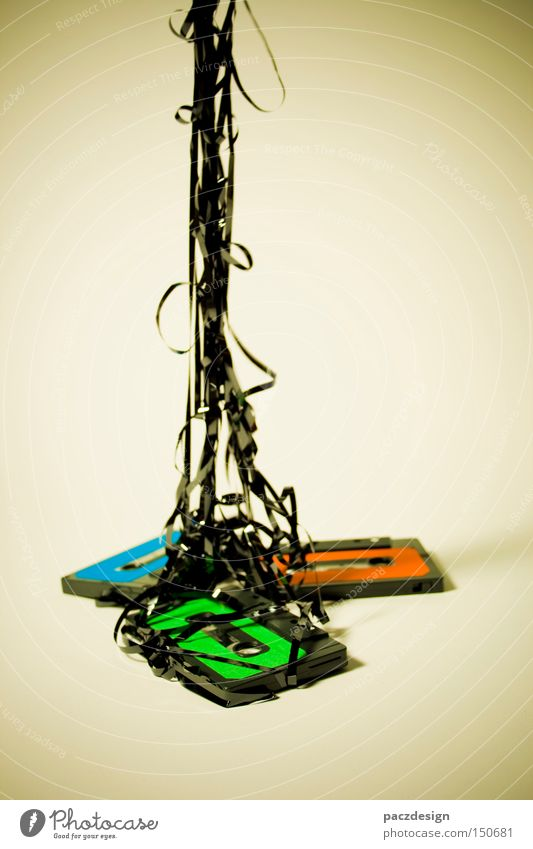rgb tape {2} grün blau rot schwarz Stil Musik Design verrückt retro Rockmusik Makroaufnahme kaputt einzigartig Medien Konzert Schnur