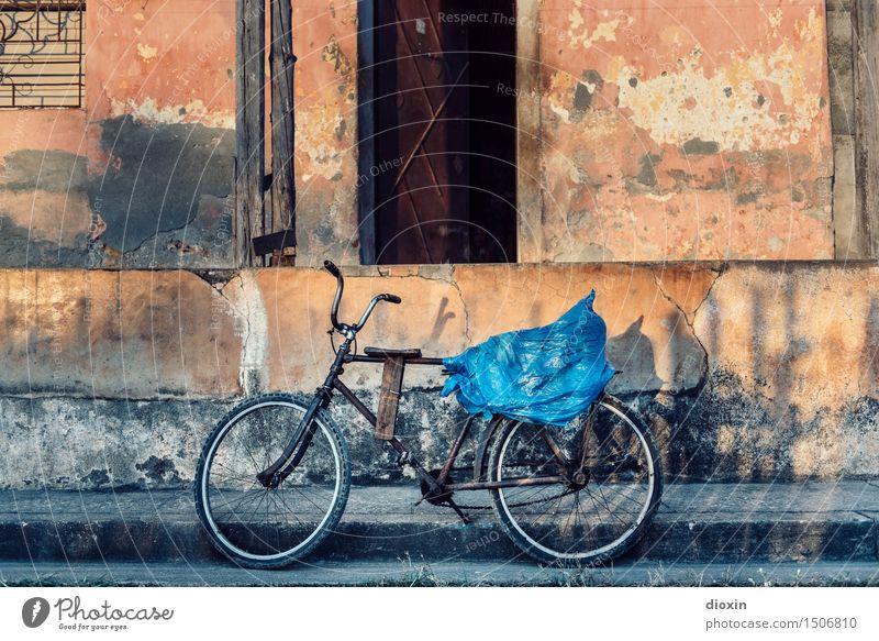 Baracoa bike Ferien & Urlaub & Reisen Haus Ferne Wand Mauer Fassade Tourismus Verkehr Fahrrad authentisch Abenteuer Dorf Altstadt Kleinstadt Kuba Hafenstadt