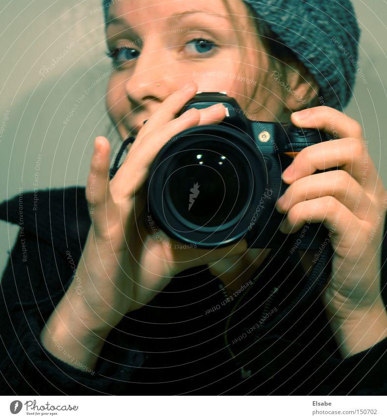 Der feine Finger Frau Fotografieren Fotokamera Mütze Selbstportrait Porträt Freizeit & Hobby Digitalfotografie digital neu Spiegel