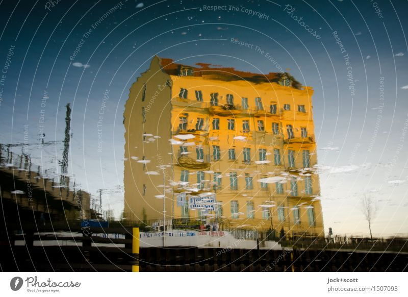 von Eis befreien Stadt Wasser ruhig Haus Umwelt Wärme Architektur Wege & Pfade Zeit Stimmung Fassade träumen Zufriedenheit gold