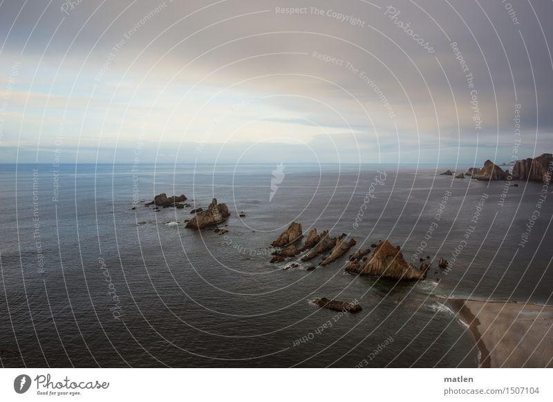 Klippen Himmel Natur blau Sommer Wasser weiß Meer Landschaft Wolken Strand dunkel Küste braun Sand Felsen Horizont