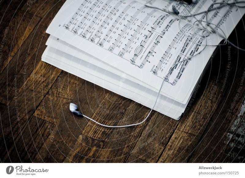 songbook Buch Musik Musiknoten Notenblatt Holz Parkett Kopfhörer hören Walkman MP3-Player Pause Datenübertragung Konzert Entertainment Radio songtext