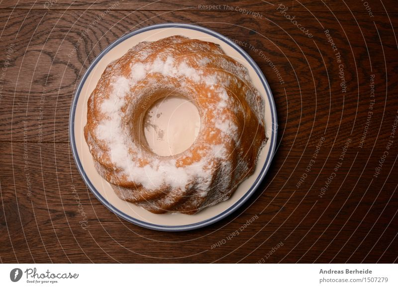 Gugelhupf Dessert Frühstück Tee Lifestyle einfach frisch heiß lecker modern weiß Kuchen Bund Zucker Lebensmittel Miniatur süß Tasse backen Backwaren schließen