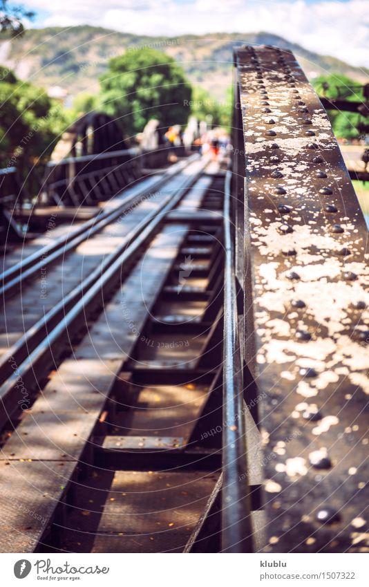 Die Brücke auf dem Fluss Kwai, Kanchanaburi, Thailand Himmel Ferien & Urlaub & Reisen alt Sommer Landschaft schwarz Straße Architektur Gebäude Tod Lifestyle