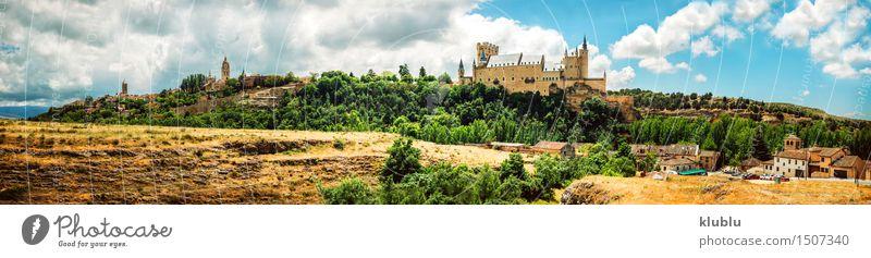 Schloss Alcazar von Segovia, Spanien Ferien & Urlaub & Reisen Stadt alt Landschaft Wolken Architektur Gebäude Stein Erde Tourismus Aussicht Kirche Platz Europa
