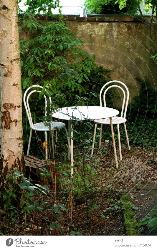 010 lauschige plätzchen.jpg Baum Garten Mauer Tisch Stuhl