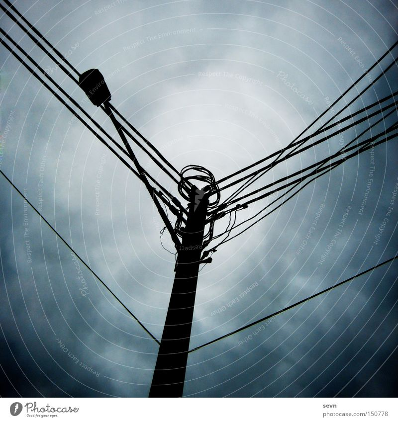 Strommast Wolken dunkel Angst Elektrizität Kabel Sturm Verbindung Gewitter diagonal Panik Australien