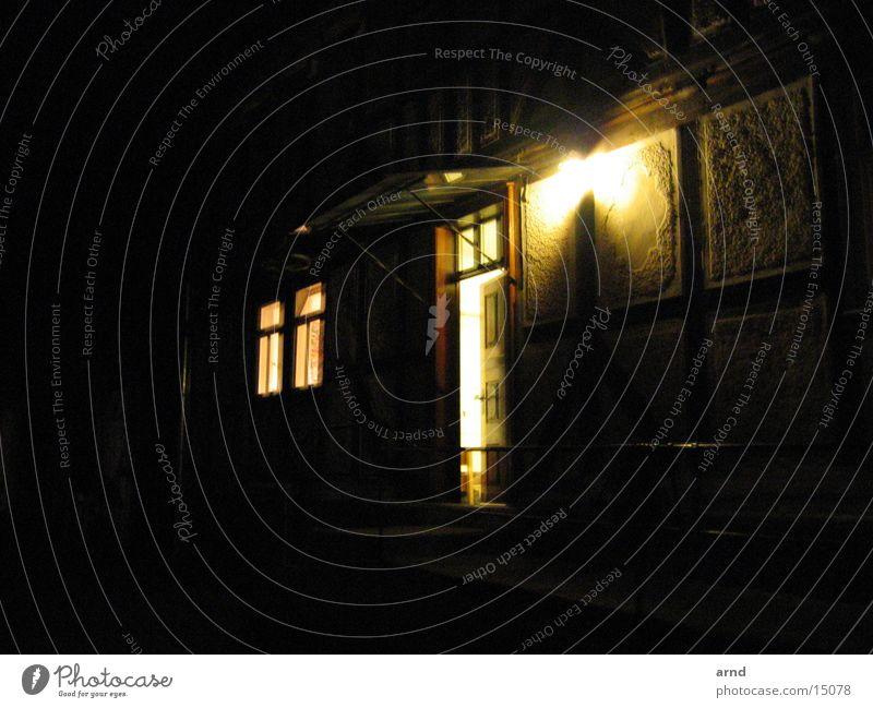 der hof Haus Fachwerkfassade Licht Nacht Architektur Bauernhof offene tür Außenaufnahme