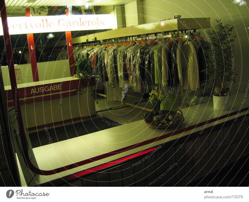 nachtwäsche Bekleidung Kleid Dienstleistungsgewerbe Neonlicht Schaufenster Wäscherei Ausgabe