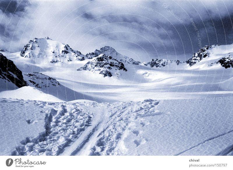 Silvretta blau Winter Ferien & Urlaub & Reisen Wolken kalt Schnee Berge u. Gebirge Eis groß Felsen Skifahren Spuren Alpen Spitze Gletscher Skispur