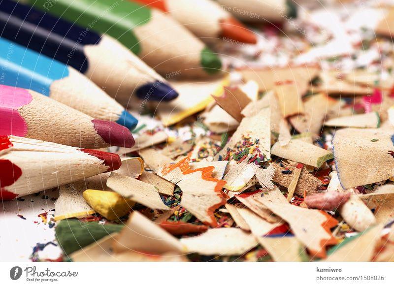Holzkreiden. Kreatives Durcheinander auf dem Tisch. Design Schule Büro Handwerk Kunst Schreibstift zeichnen außergewöhnlich hell blau gelb grün rosa rot Farbe