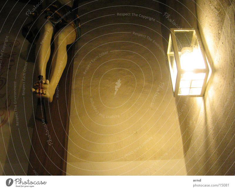 wunde füße Kruzifix Nagel Licht Lampe Mauer Jesus Christus Religion & Glaube Protestantismus Katholizismus Gotteshäuser Rücken Fuß