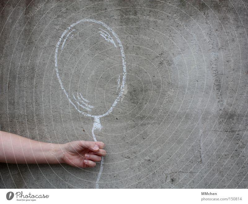 Flieg nicht so hoch, mein kleiner Freund Kind Hand Freude Spielen Luft Feste & Feiern Jubiläum Geburtstag Luftballon Spielzeug blasen Kreide Willkommen Illusion