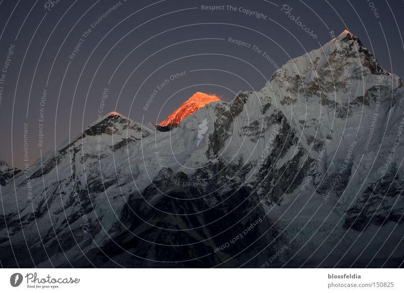 Haus Schnee Berge u. Gebirge Stein Eis Sonnenaufgang Asien Klettern Gleise steigen besteigen Tibet Nepal Himalaya Aufsteiger spurenlesen
