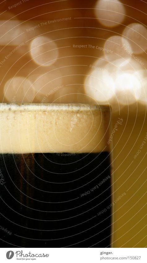 -- STOUT -- trinken Gastronomie genießen dunkel lecker Republik Irland Schaum Stickstoff Glas Textfreiraum oben Bier schwarz Lichterscheinung